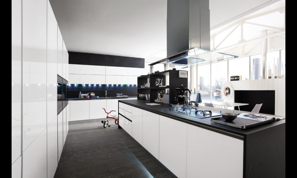 Foto cucina moderna slim by gicinque arredamento casa for Arredamento cucina moderna foto